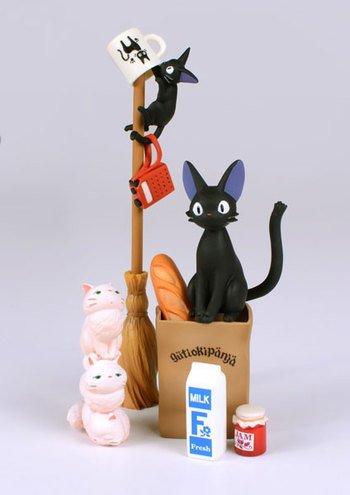 『のせキャラ 魔女の宅急便』ジジや子猫たちを、くずさないようにバランス良くのせていく遊びです。 【詳細&予約】