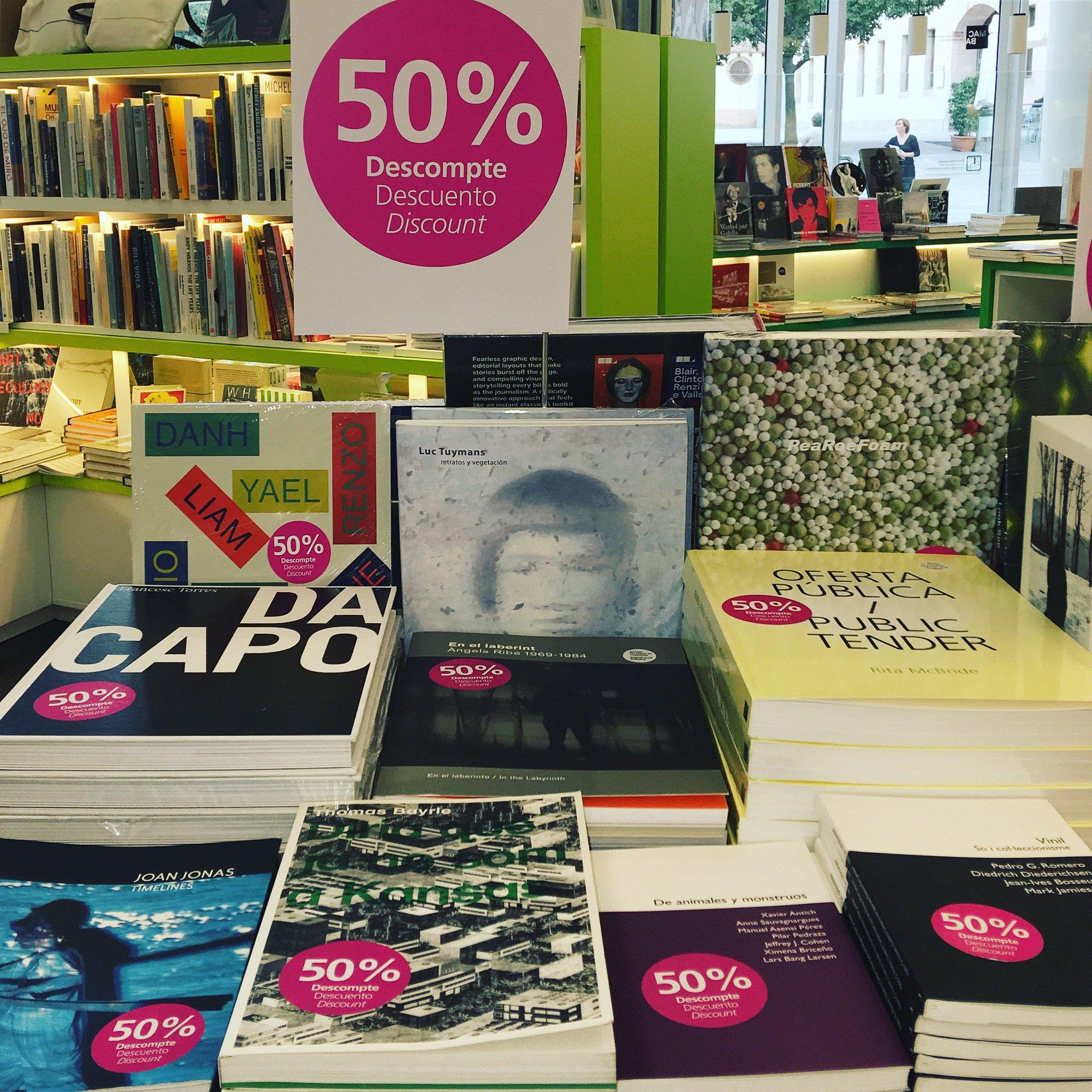 Passeu-vos per la #MACBAStoreLaie. Periòdicament trobareu una selecció de #MACBAbooks amb descompte   @laietana https://t.co/MAwfBNkAF3