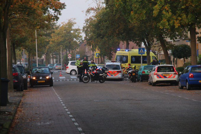 Ongeluk Eikenlaan s-Gravenzande betrof aanrijding kleuter op een zebrapad door een auto. Letsel valt gelukkig mee https://t.co/M8HWn386DM