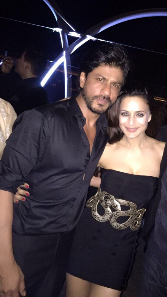 Happy bday 2 the perfect father, actor, businessman , gentleman. Soo many roles n all handled so beautifully @iamsrk https://t.co/RdjRTTtYrq