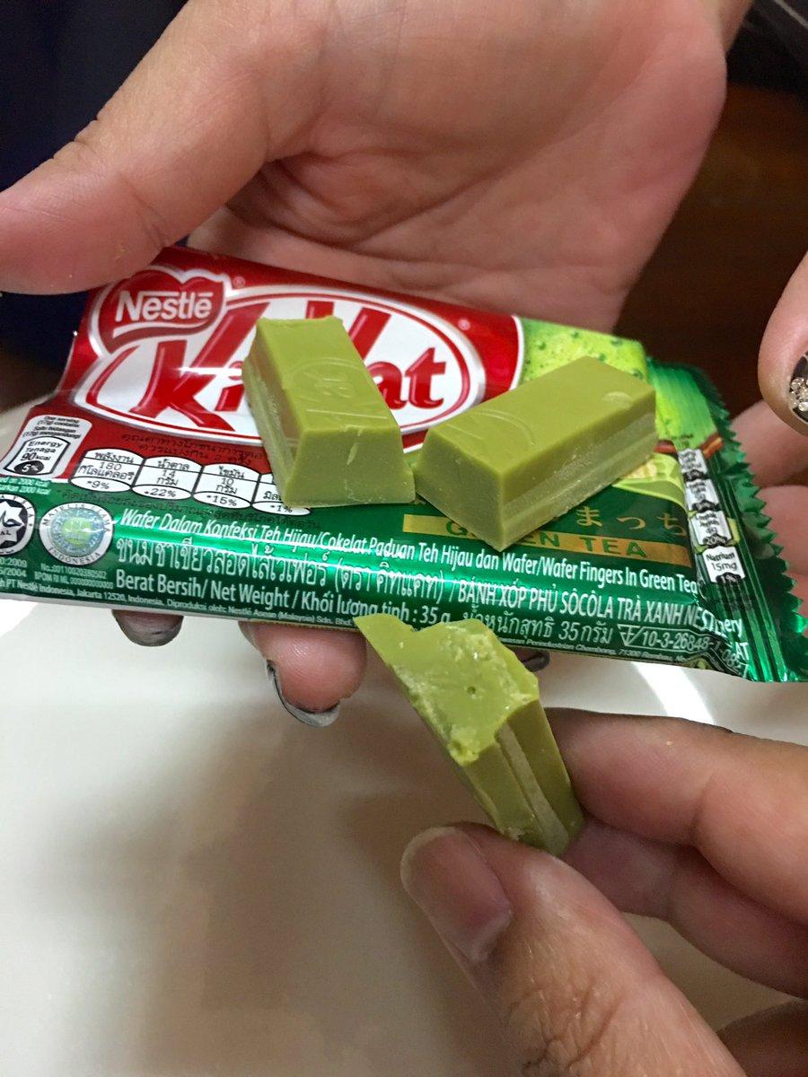 เปิดเจอห่อคิทแคทชาเขียวที่โรงงานลืมใส่เวเฟอร์กรอบๆมาครับ กลายเป็นแท่งช็อคโกแลตชาเขียว ฟินเลยแจ้