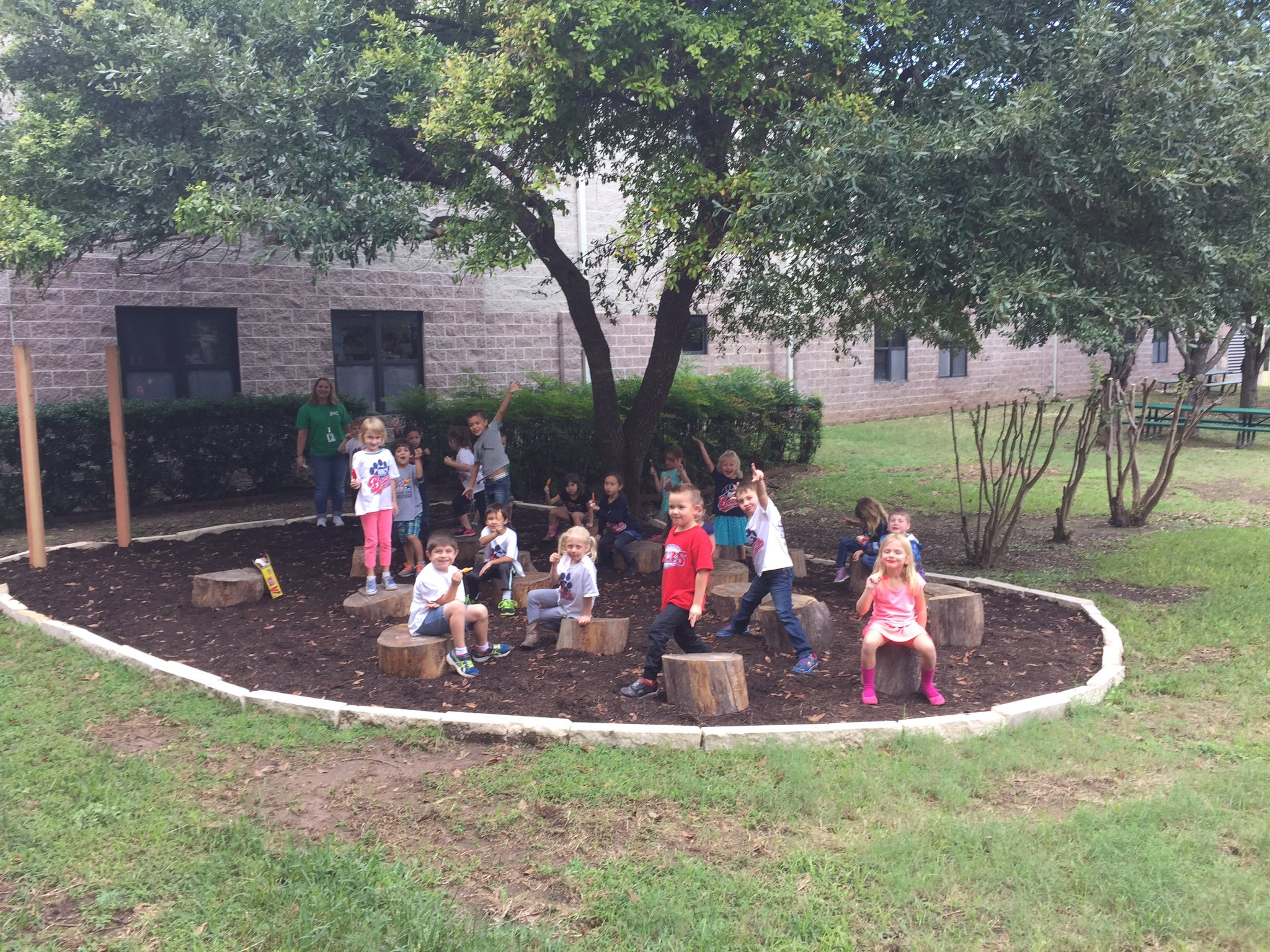 Ms. P's class enjoyed our new outdoor classroom today! https://t.co/b674iYF9ka