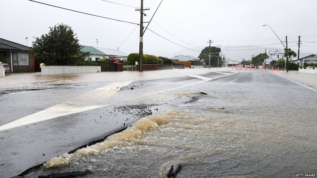 Gale force winds and heavy rain hamper New Zealand earthquake