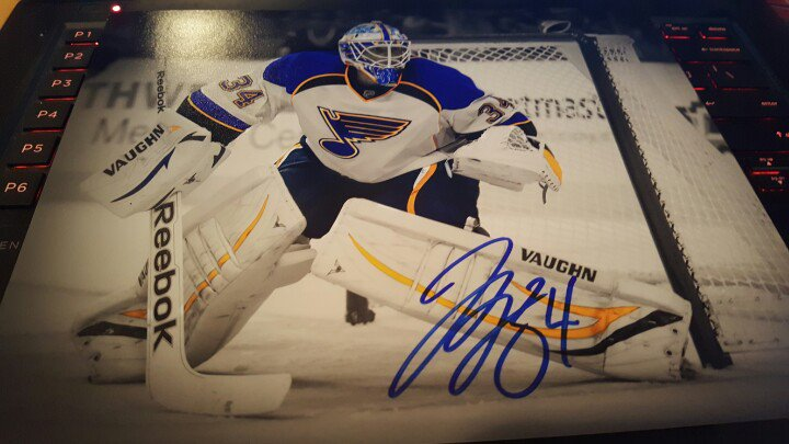 We are giving away this signed 8x10 of Jake Allen at 11pm CST to a lucky #stlblues fan who retweets this. Good Luck! https://t.co/sAMmtRhsLz
