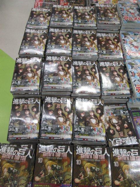 【書籍新刊情報】本日「進撃の巨人21巻」が入荷しましたテン!!限定版には様々なキャラクターたちのサイドストーリーを収録し