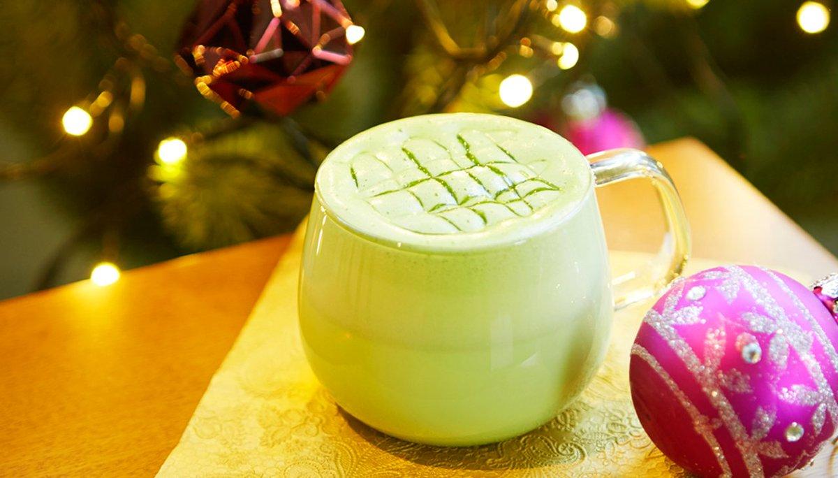 本日から「抹茶 ホワイト チョコレート」が新登場!クリスマス目前のサプライズ。濃厚な抹茶とホワイトチョコレートのハーモニーが冷えた体をホッと温めてくれる一杯です。 https://t.co/7gzbITb18F https://t.co/VbcyfNOPYl