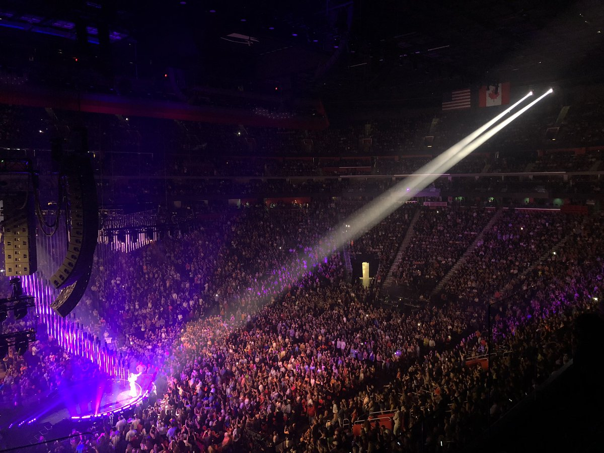 RT @LCArena_Detroit: .@JLo knows how to throw a party! Thanks for an awesome night, Detroit! https://t.co/9Qf7sg2QFx