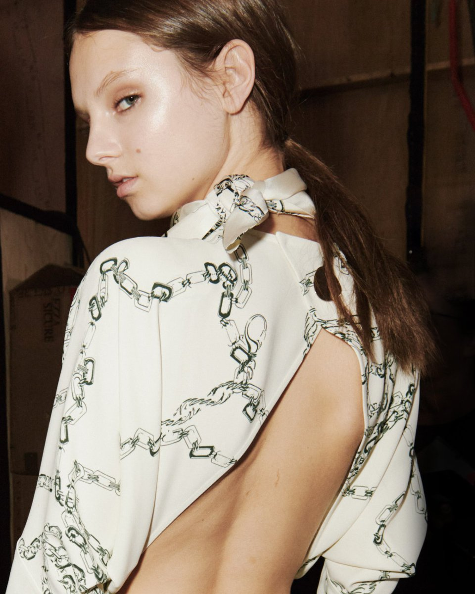 A 1970s-inspired chain print on blouses and skirts for #VBAW19. See more at https://t.co/9AO77lTHt8 #LFW x VB https://t.co/3UdceThDAR
