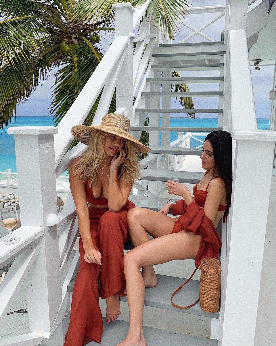 Chilling in the Bahamas ???????????? @hanahabib @mondayswimwear https://t.co/rGnpzyzC1M