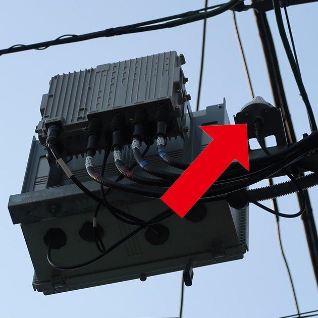 test ツイッターメディア - 突然ですが、電柱にもWiMAXの基地局が ある事をご存知ですか?  一番上にアンテナ。 真ん中位に、電源ケーブル等が 入っているボックス。 ボックスの裏に無線機(ピコセル)。 その隣の▲がGPS。  お散歩の際に、是非ご覧ください。  これからも快適にご利用いただけるように 頑張って参ります。(U) https://t.co/ASaKKWpuxy