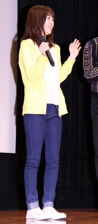 test ツイッターメディア - 元戦隊ヒロインの逢沢 りなさんです。ロールアップし、可愛らしくジーンズを穿いていますね。 https://t.co/SoJOq082mA