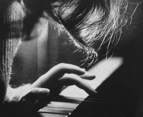 melancholic melody threading notes between memories and now gently playing heartstrings a run of keys in minor chords how the days have passed the years now fading but always the soundtrack remains and I can still sing every word for you wrote them on the edges of my soul #poetry https://t.co/KYNl0ESWvr