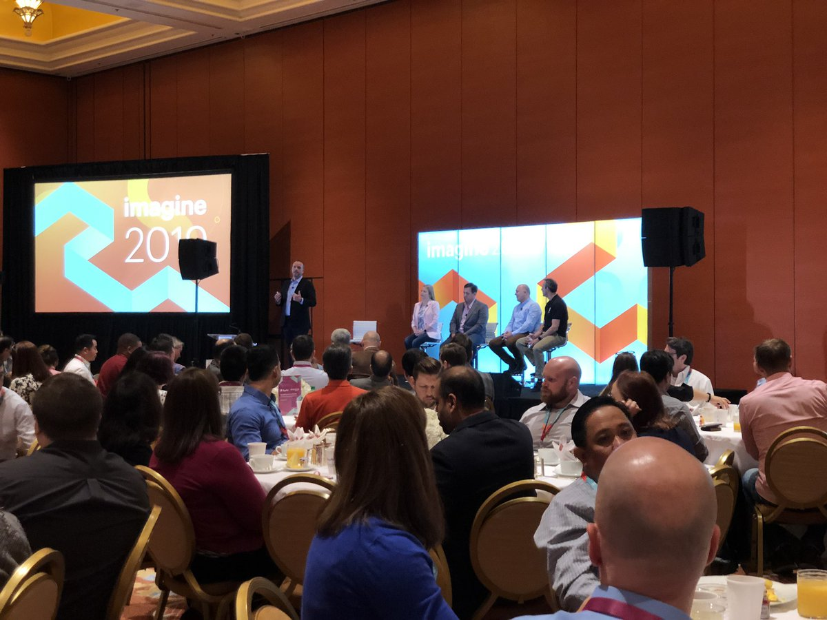FutureDeryck: And we are off. Mobile experience session with @PayPal  #MagentoImagine https://t.co/Lz5v52Nwed