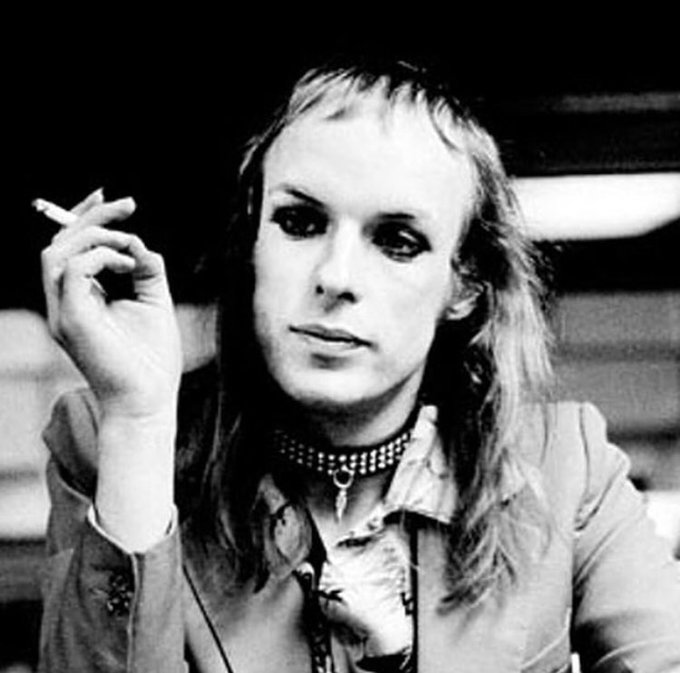 Happy 71st Birthday to Brian Eno! Eno is a beast.