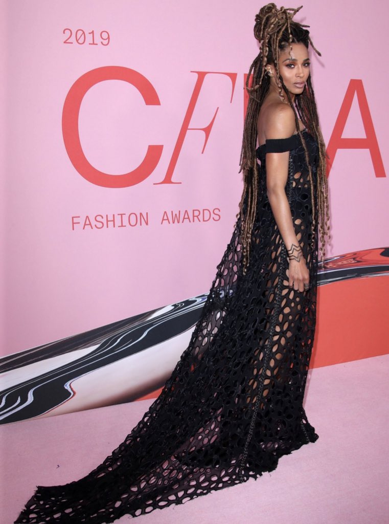 Thank you for having me @VeraWang and dressing me in one of my favorite looks. #cfda https://t.co/dALy1HX2Ad