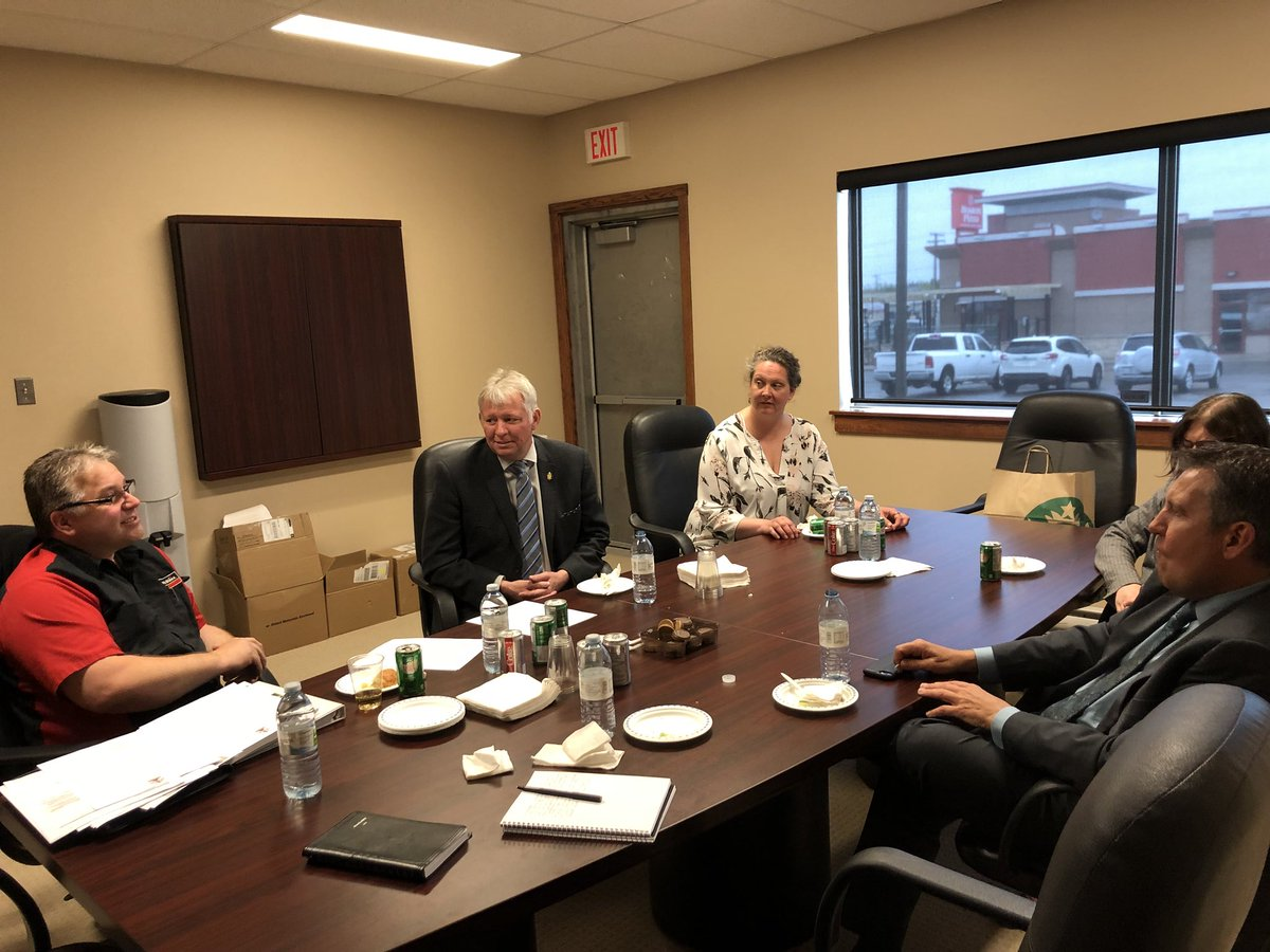 test Twitter Media - Our @PCcaucus team is made up of MLAs who care about their constituents. Happy to join my friend and colleague @KellyBindle for a meeting with local business owner Chris Amell over lunch in Thompson today. #mbpoli https://t.co/gejqVHXzZl