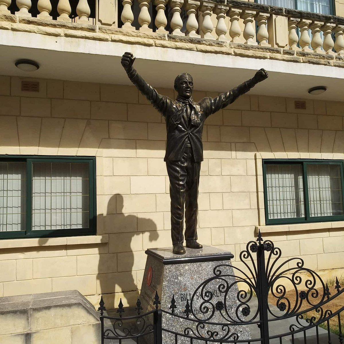 Bill Shankly statue in Xewkija, Gozo, Malta. #LFC #YNWA #LFCFollowBack #LFCFamily #SixTimes #Liverpool #Gozo #Malta https://t.co/98vBGQQDHh
