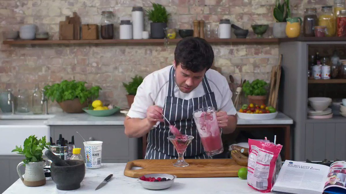 1 MINUTE SORBET ICE CREAM ????????????????  The lovely Jimmy shows you how... and 2 other ways to try! #MondayMotivation https://t.co/QjReUgjgc2