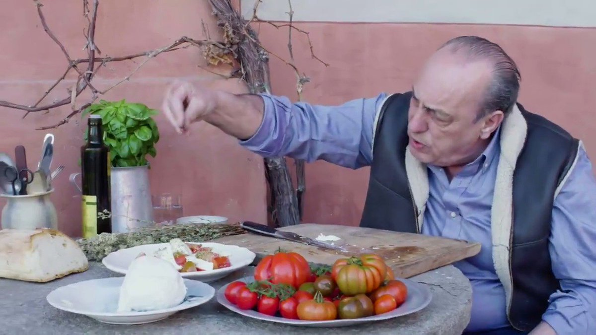 What's @gennarocontaldo cooking SO good in Italy???   HINT: ???????? https://t.co/Kw8JmsQcvq