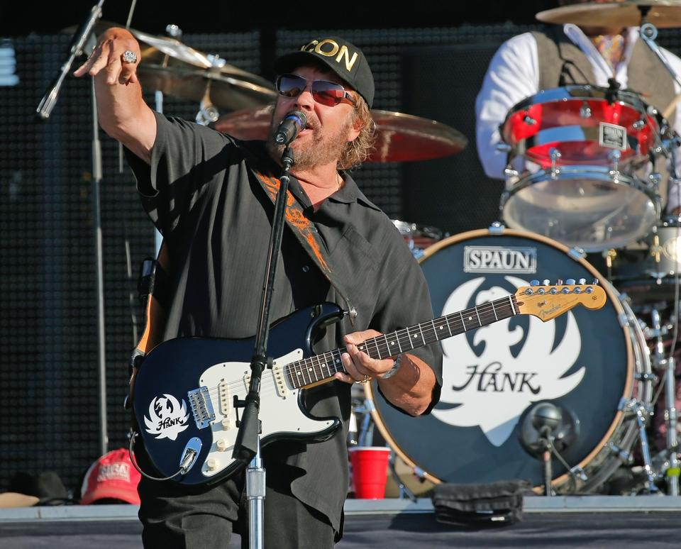 For the Fans: Concertgoers settle in for Day 2 of Daytona's Country 500