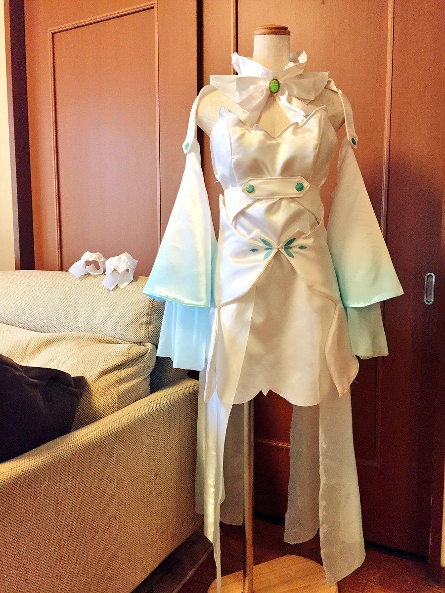 『終末のイゼッタ』よりイゼッタの衣装です!今回は依頼品です。胸周りはひと回り大きめに設計。胸元の石は取り外し可能。三種類