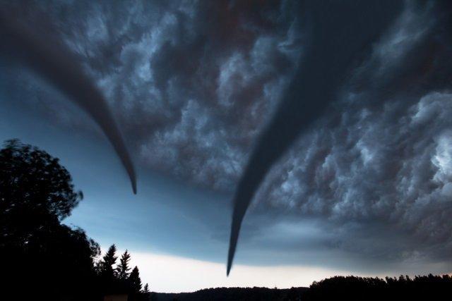 Tornadoes touch down in Kansas, Oklahoma, Texas
