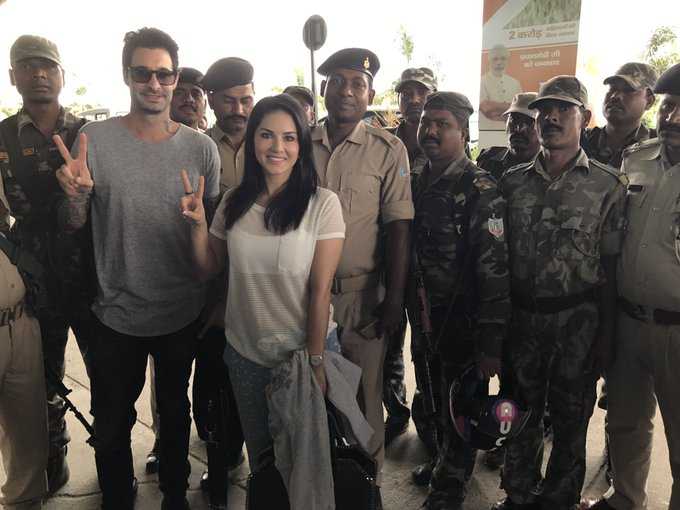 A few of the officers and military personel who protected us in Ranchi :) @DanielWeber99 thank you so
