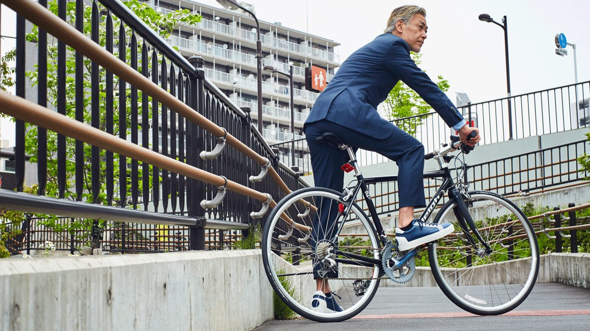 RT @GQJAPAN: 「自転車に乗れるタイトなスーツ」がついに完成した! @ARMANI_JAPAN #gqaxp #GiorgioArmani #gqjapan https://t.co/i4fnARoNBy https://t.co/Yf5toKMRCd