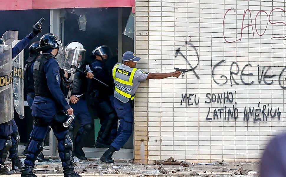 Homem é baleado com armamento letal durante ato em Brasília