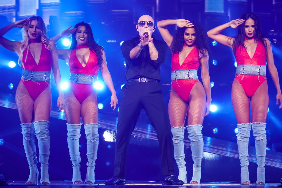 San Jose! Tonight @TheMostBadOnes and yours truly will rock the @SAPCenter #EnriquePitbullTour https://t.co/SPHDrLOr8X