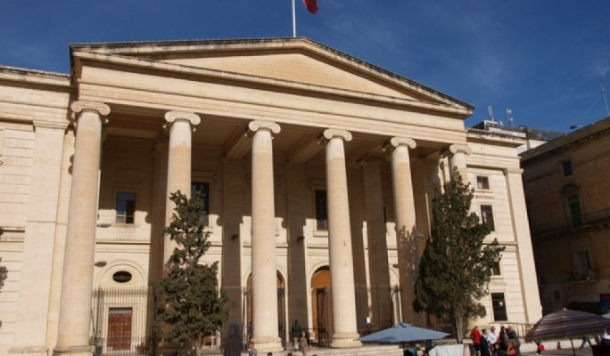 Hotel bag thief to return to Serbia after guilty plea