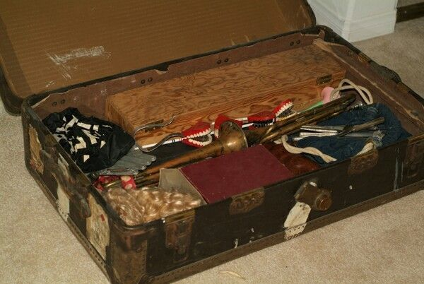 #HarpoMarx's prop  trunk, packed just as it was after Harpo's final performance. https://t.co/YWhbJdlrb8