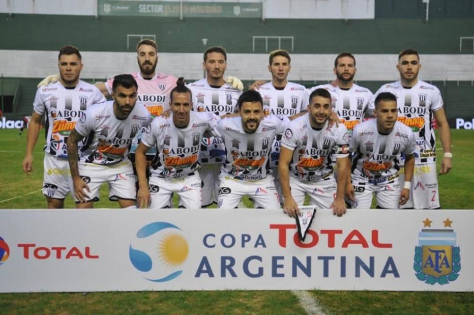 Zagueiro confessa que furou com agulha rival em jogo da Copa Argentina - Futebol