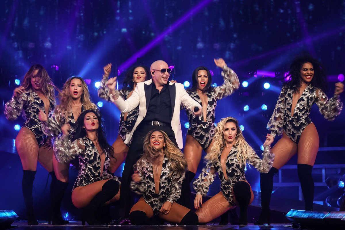 Arizona! Tonight we're gonna lose our minds! @TheMostBadOnes #EnriquePitbullTour https://t.co/DCiTatjwFo