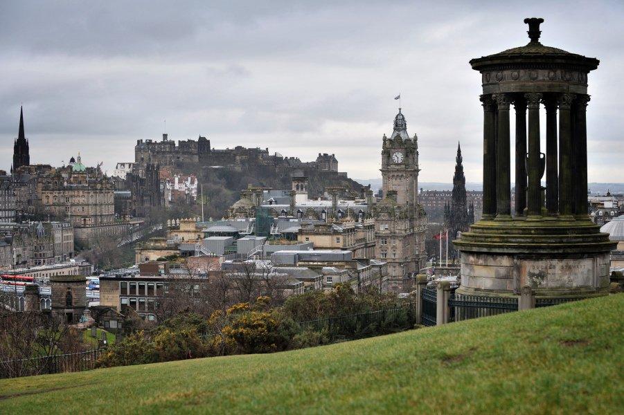 Famille écossaise recherche baby-sitter pour charmante maison hantée