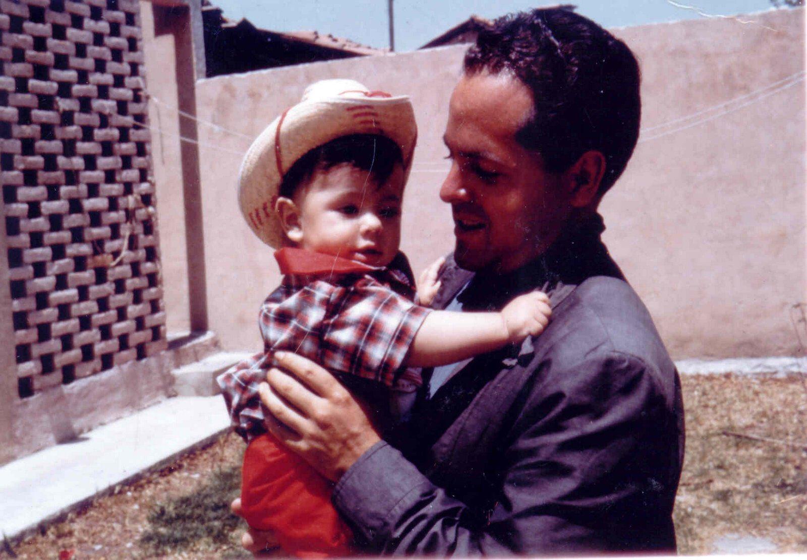 Te extraño todos los días. Te amo, papá. https://t.co/Y8APRQqfmv