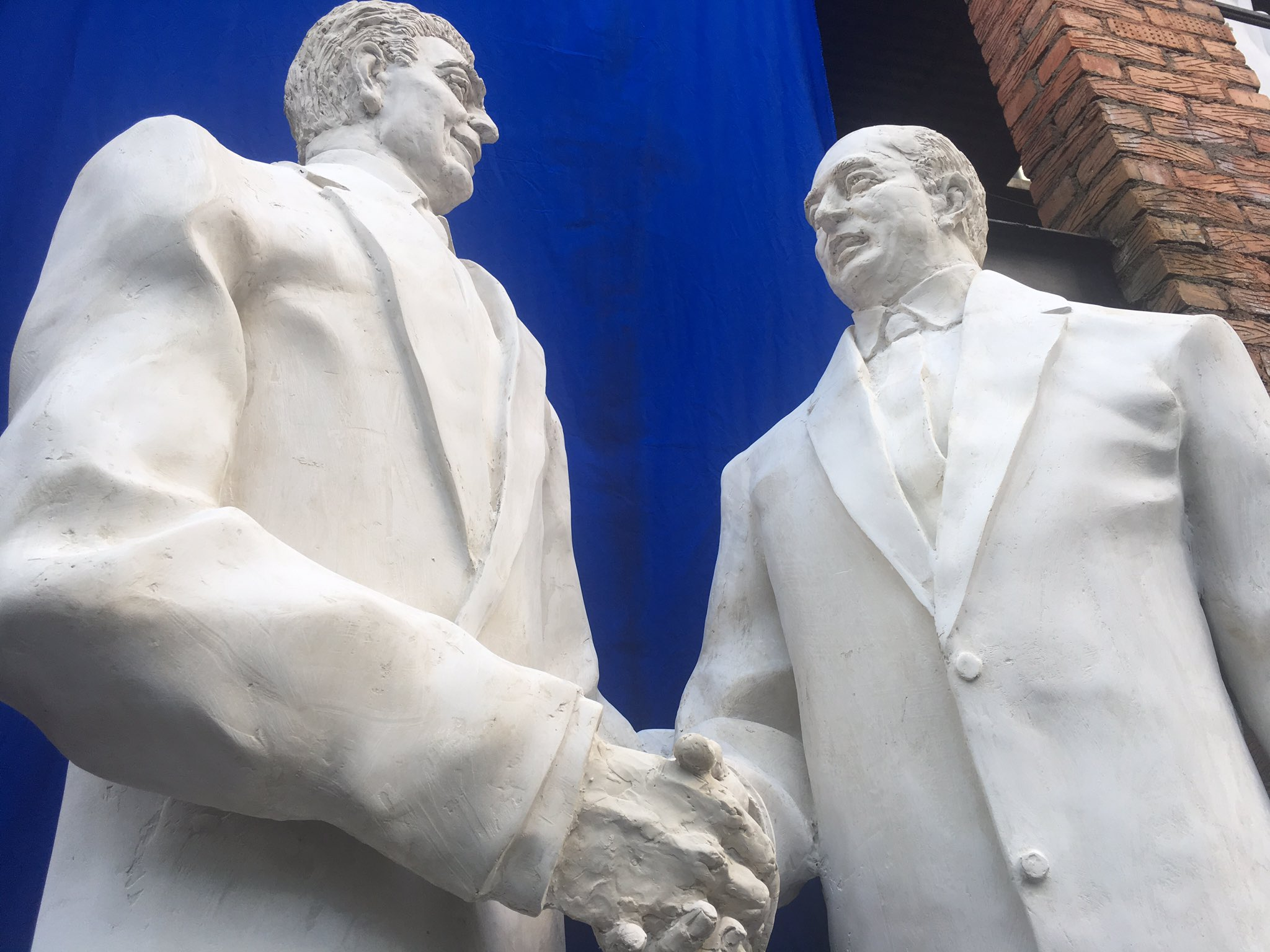 Reagan meets Gorbachev: the new statue unveiled in Moscow (just days before Trump meets Putin.) https://t.co/0DgZgyrVuy