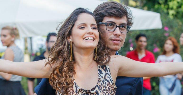 Francisco Vitti. Foto do site da Contigo que mostra Reataram? Amanda de Godoi e Francisco Vitti vão juntos ao teatro