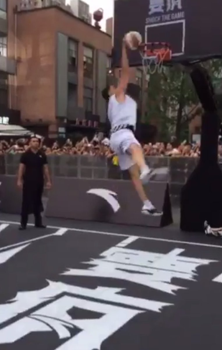 Klay Thompson Falls After Missing 360 Dunk Attempt in China