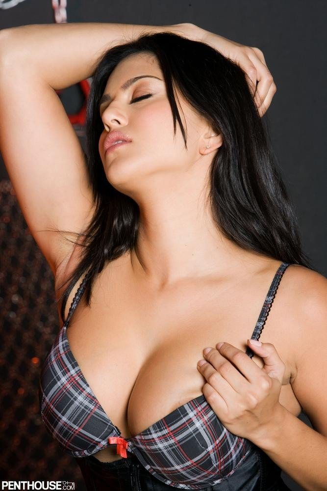 Extreme long nipple stretching