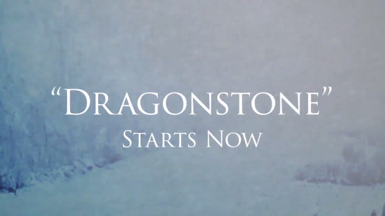 "Quiet in the realm. ""Dragonstone' starts now. #GameofThrones https://t.co/lTnKRazzLn"