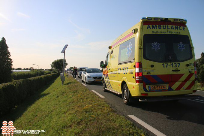 Ongeluk met gewonde op de Maasdijk https://t.co/LQXdS2G6Qf https://t.co/hLEBr7cJVt