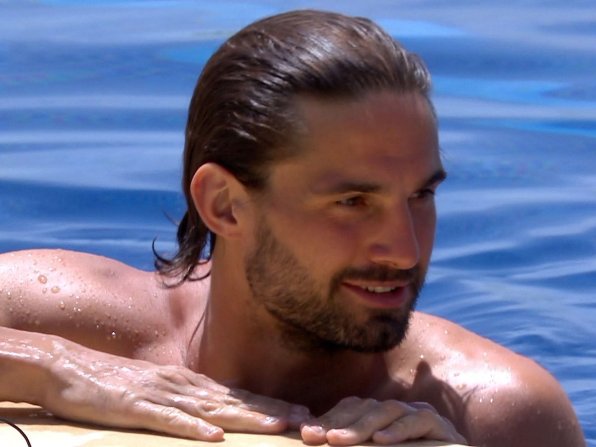 What's All This About Love Island's Jamie Jewitt And TOWIE?!