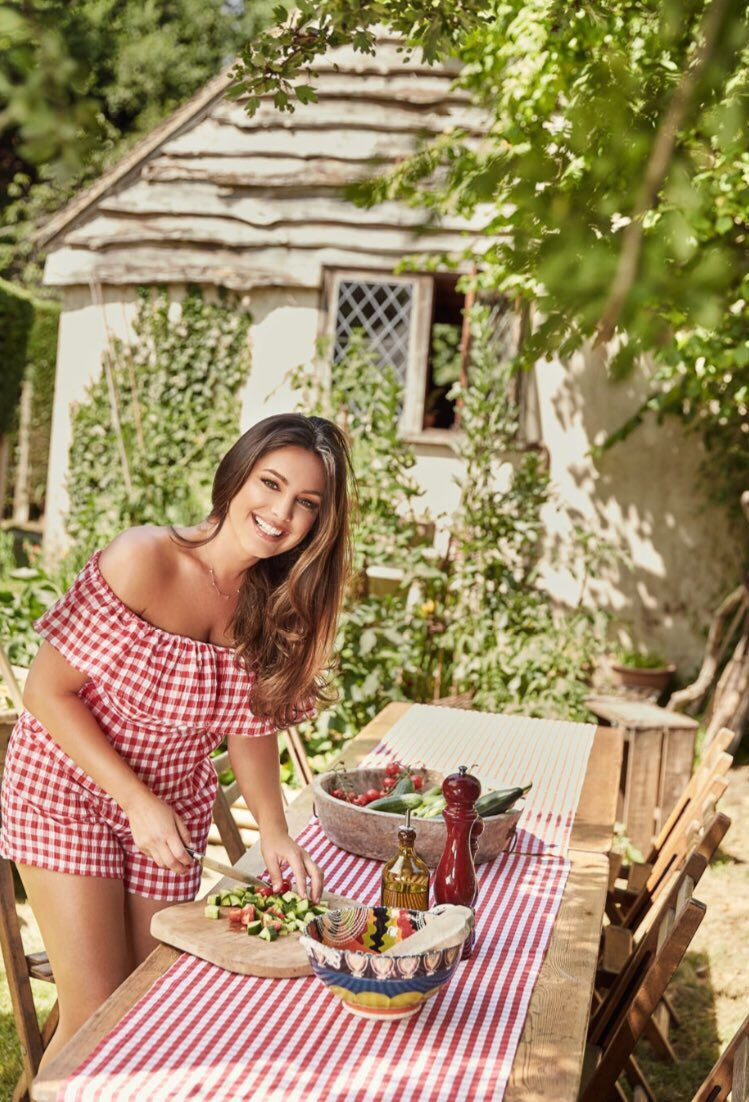 Check out my Home and Garden in this Weeks @hellomag ???? https://t.co/GulkFuDhNw