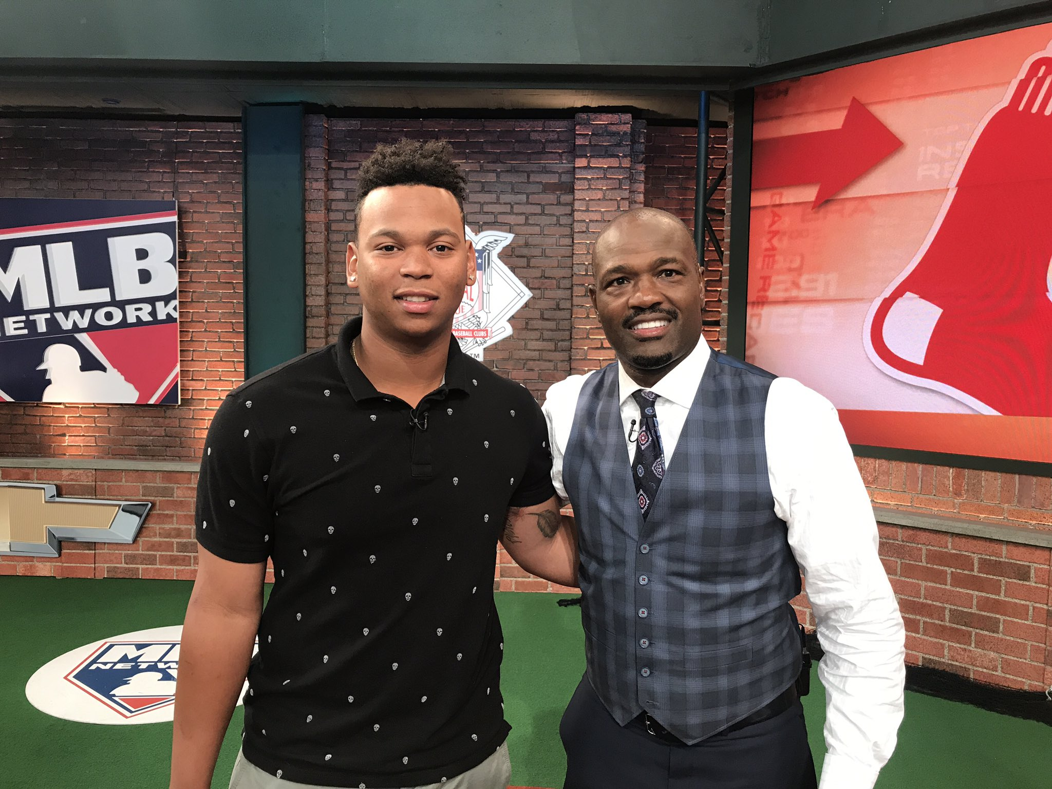 Harold steps inside the box in #Studio42 with @RedSox 3B @Rafael_Devers next on #TheRundown! https://t.co/CtI0dNiRkt