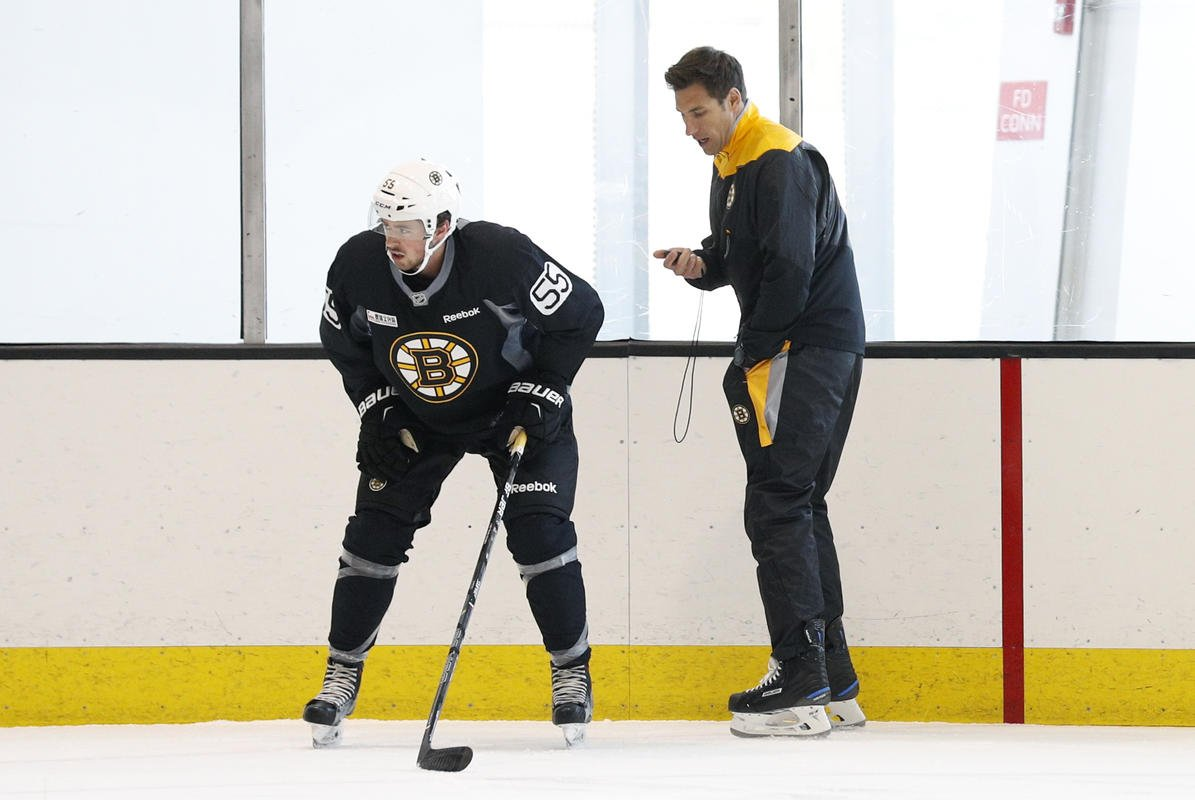 Bruins promote Jay Leach to coach Providence of the American Hockey League