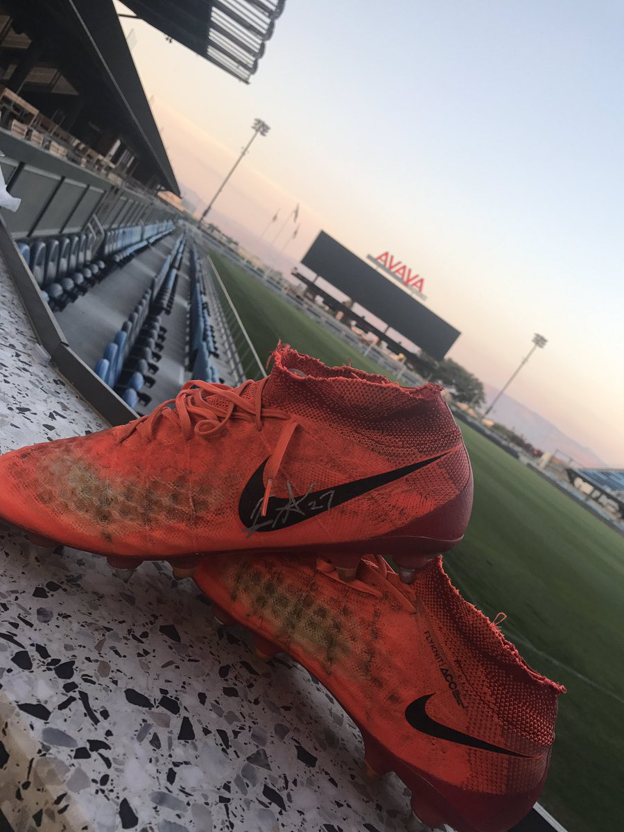 My raffle prize tonight from the @SJEarthquakes ... @FataiPrince27 boots. #quakes74 #ForwardAsOne #theyaintstinky https://t.co/VwPPgwKpyp