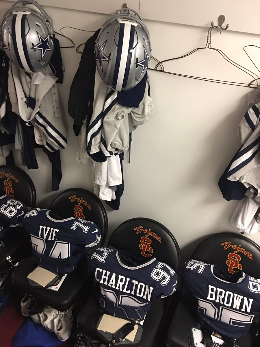 RT @dallascowboys: A little cramped here in the locker room at the coliseum. #DALvsLAR https://t.co/f8UsYL4WrM