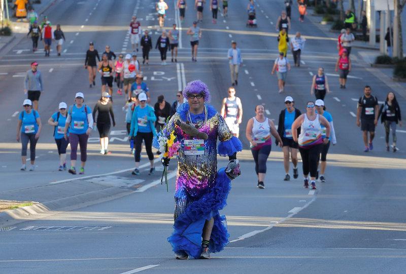 More than 80,000 hit Sydney streets for City2Surf fun run https://t.co/bLLzYxsRIG https://t.co/vpzv76qJqt