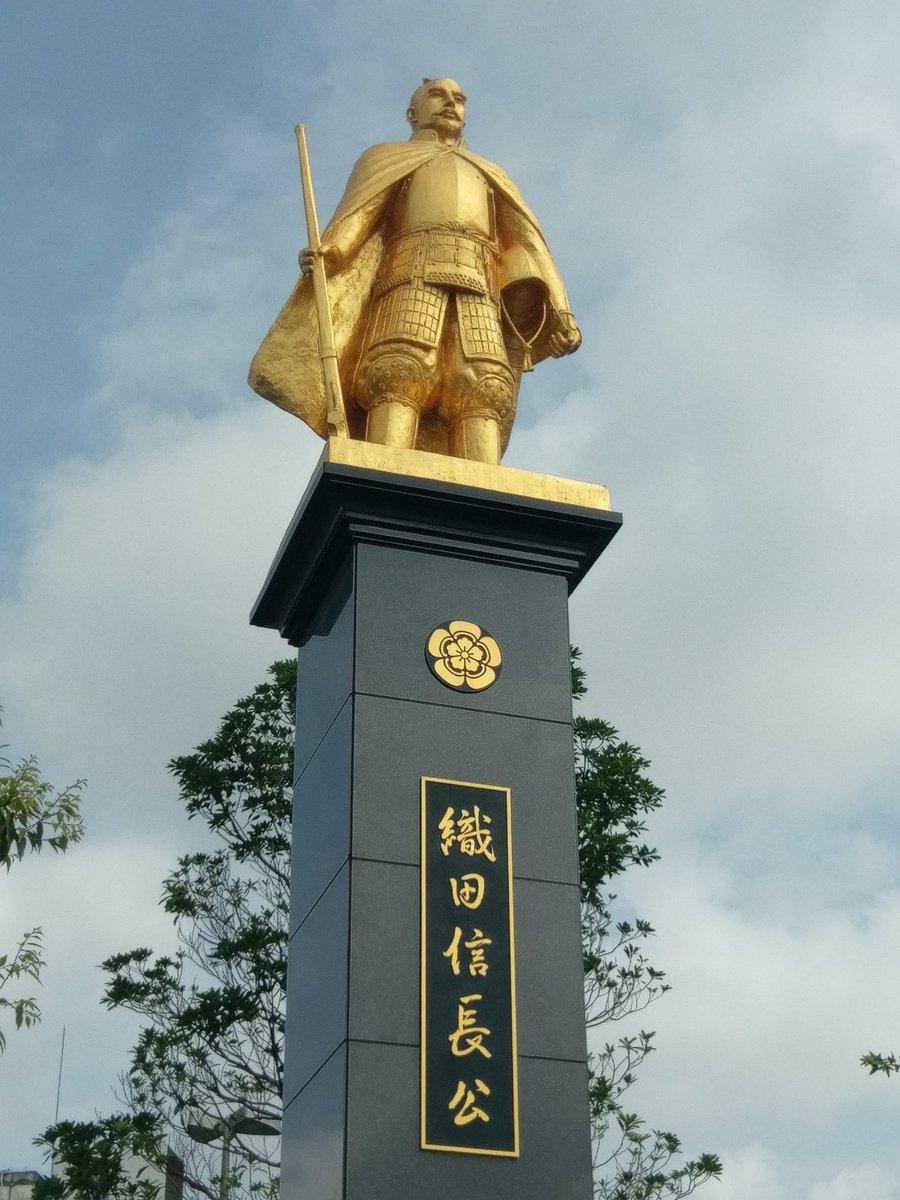 岐阜駅前といえば金の信長像!なんともいえないセンスですね!近くに例のベンチもありますよ!#聲の形 #聖地巡礼 #岐阜